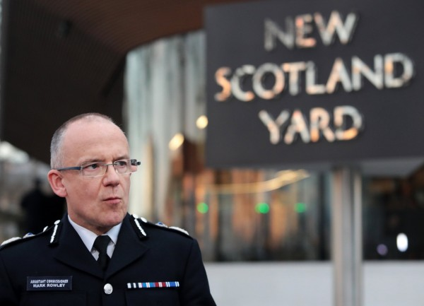 英国国会附近22日惊传恐怖攻击事件,英国警方证实,包括凶嫌在内有5人死亡,约40人受伤。 (欧新社)