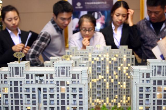 """中国加重""""打房""""力度,在多个城市祭出限购令。(图/截自大纪元)"""