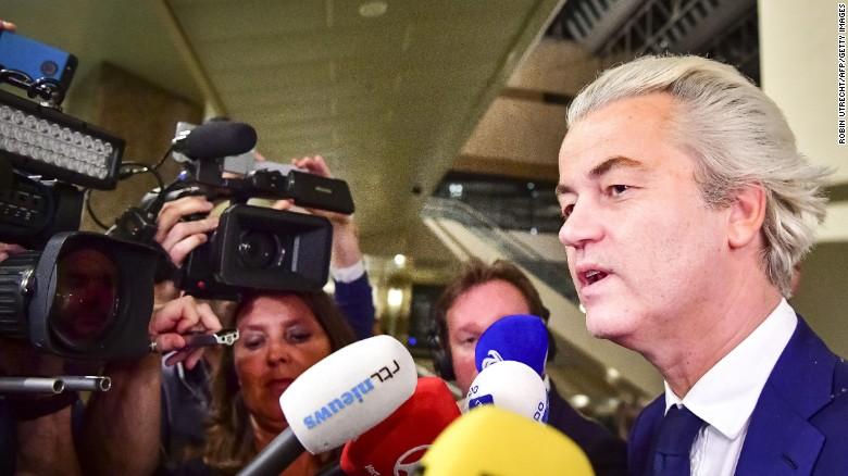 """荷兰大选开票,创新高的投票率,压制""""荷兰川普""""的极右派。(图/取自CNN网站)"""