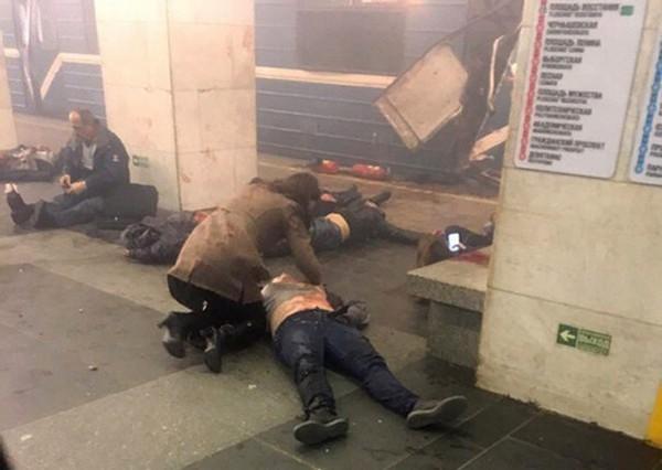 俄国官方将爆炸攻击定调为恐怖攻击,圣彼得堡地铁站一度全面关闭(美联社)