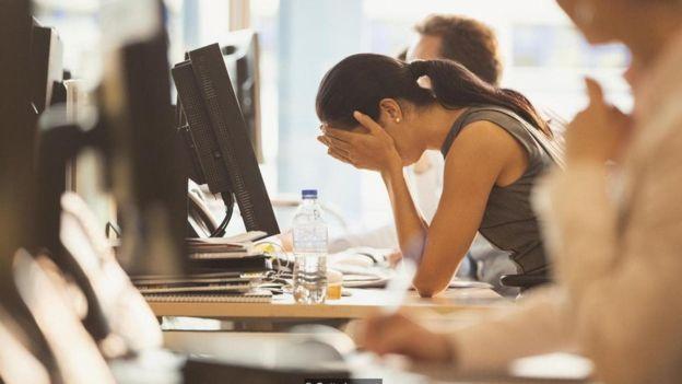 竞争和对抗会增加职场压力,导致人们做出更糟糕的决策