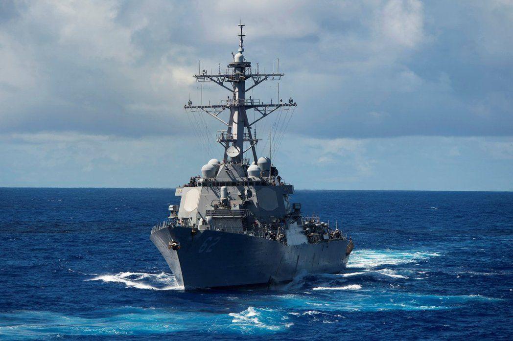 美国参议院军事委员会28日通过年度防卫政策中对台湾政策的重大变动,以21票赞成对6票反对,允许美国海军军舰例行性停靠台湾港口。图为美驱逐舰费兹杰罗号,路透