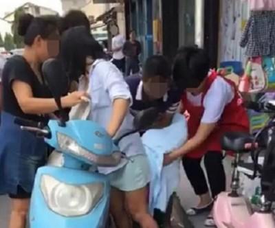 杭州一名孕妇,当街站著生下一名婴儿。