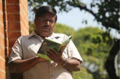 印度一名56岁大叔过去30年取得145个学位,但过度学习反令他记忆力下降。