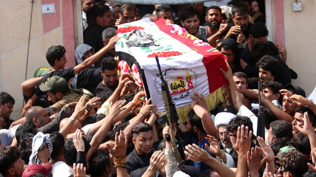 数百民众出席沙尔赫的葬礼。(法新社照片)