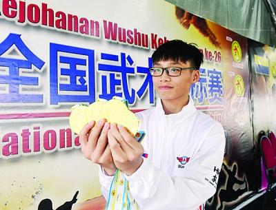 薛鑫鹏独夺四枚金牌。